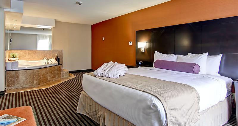 King Jacuzzi Suite Best Western Plus Toronto North York Hotel Suites